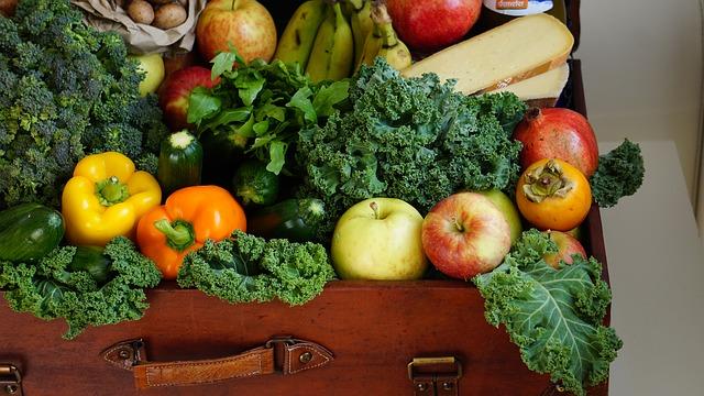 kufr zeleniny a ovoce